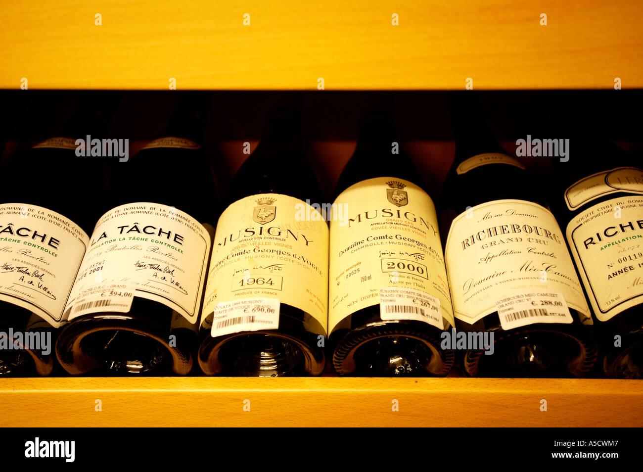 VINTAGE ITALIAN WINE FOR SALE IN ROME - Stock Image