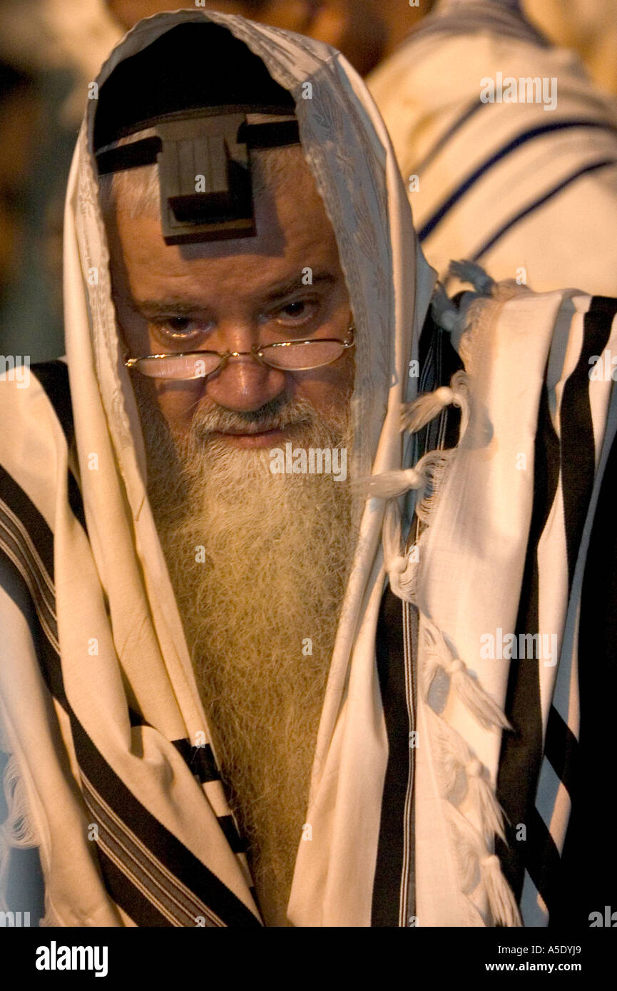Praying with A talit and tfilin - Stock Image