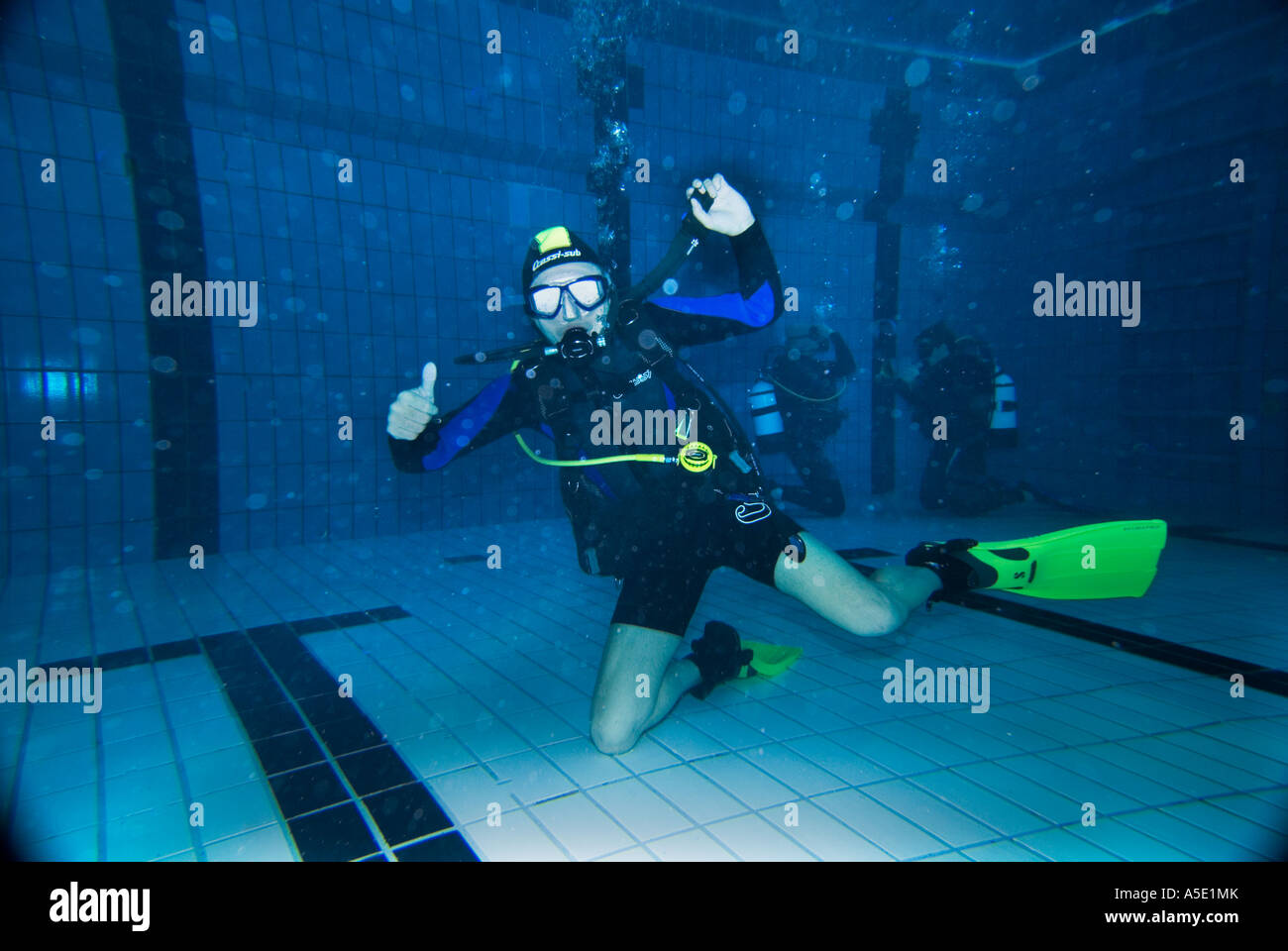 1 one male scuba diver exercises exercise in indoor swimming pool Stock Photo