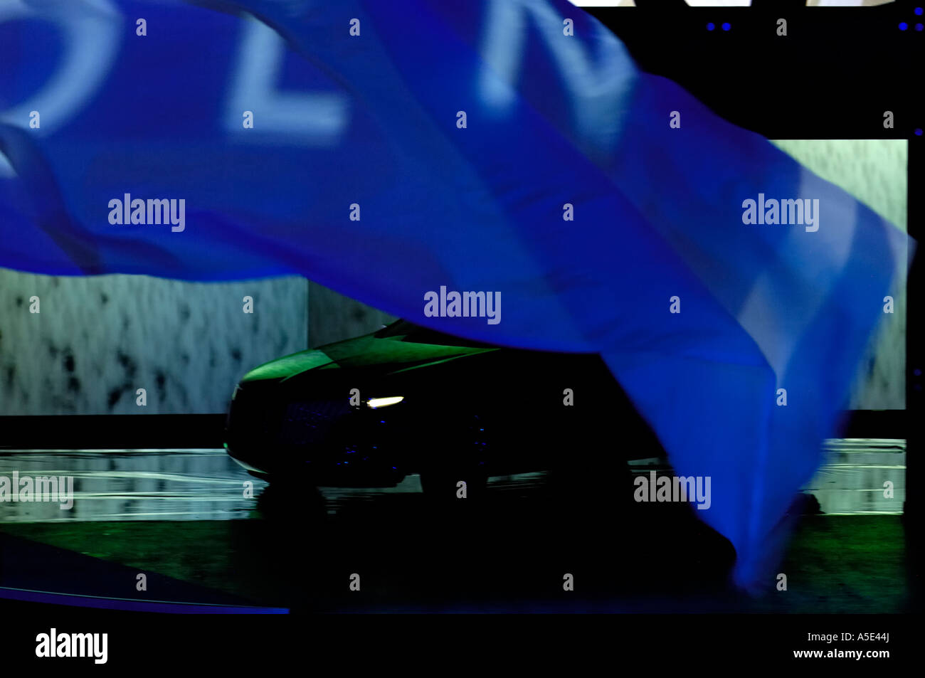 https://c8.alamy.com/comp/A5E44J/unveiling-of-the-lincoln-mkr-concept-car-at-the-2007-north-american-A5E44J.jpg