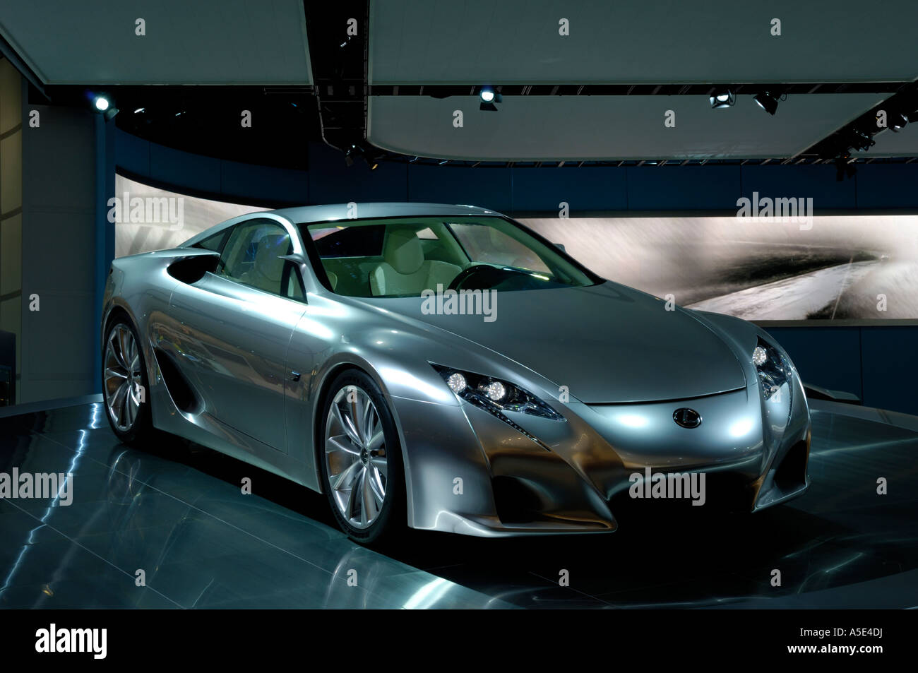 https://c8.alamy.com/comp/A5E4DJ/the-2007-lexus-lf-a-concept-car-at-the-north-american-international-A5E4DJ.jpg