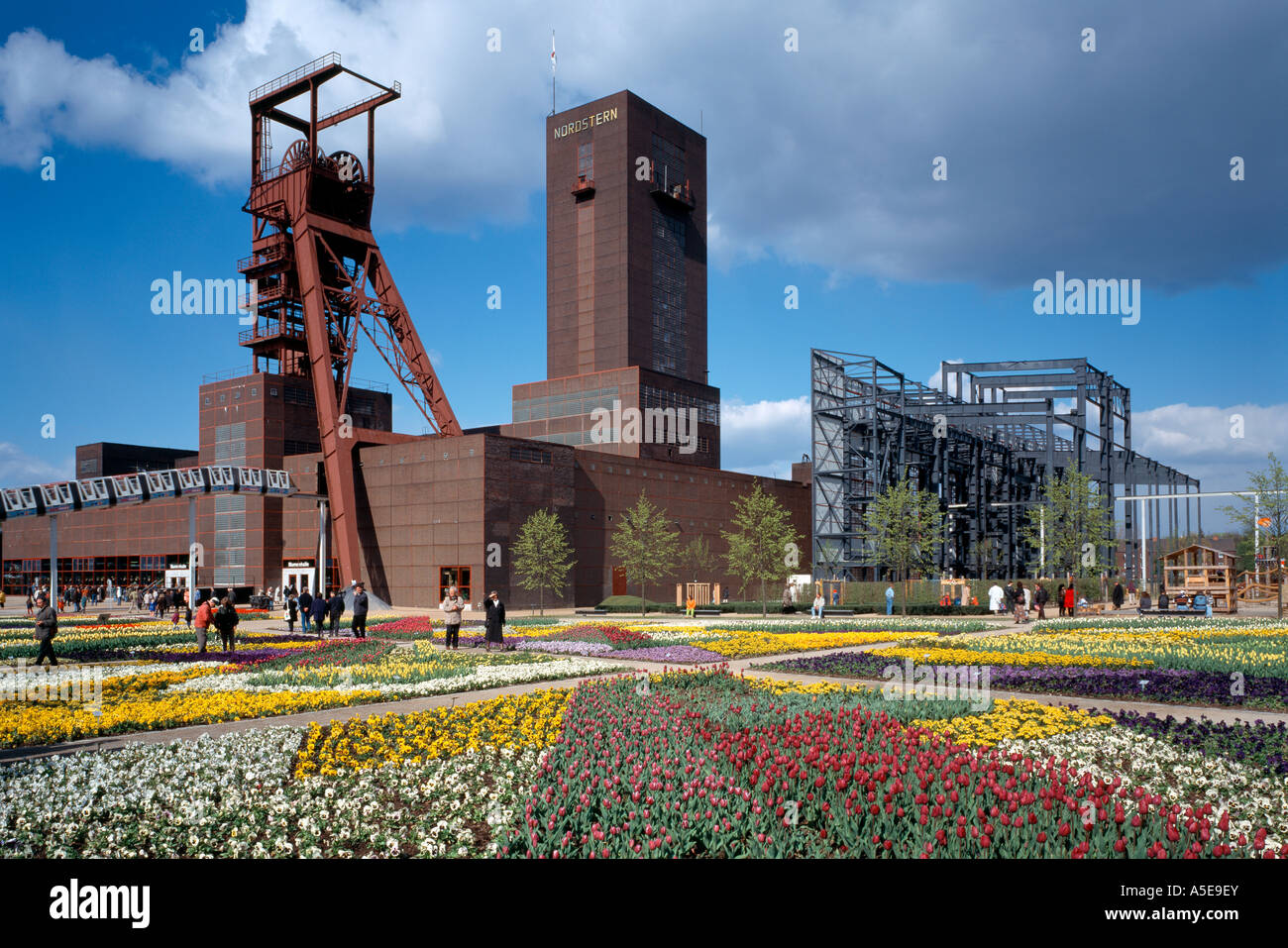 Gelsenkirchen, ehemalige Zeche Nordstern, BUGA 97, Fördertürme und Fassade des Kesselhauses Stock Photo