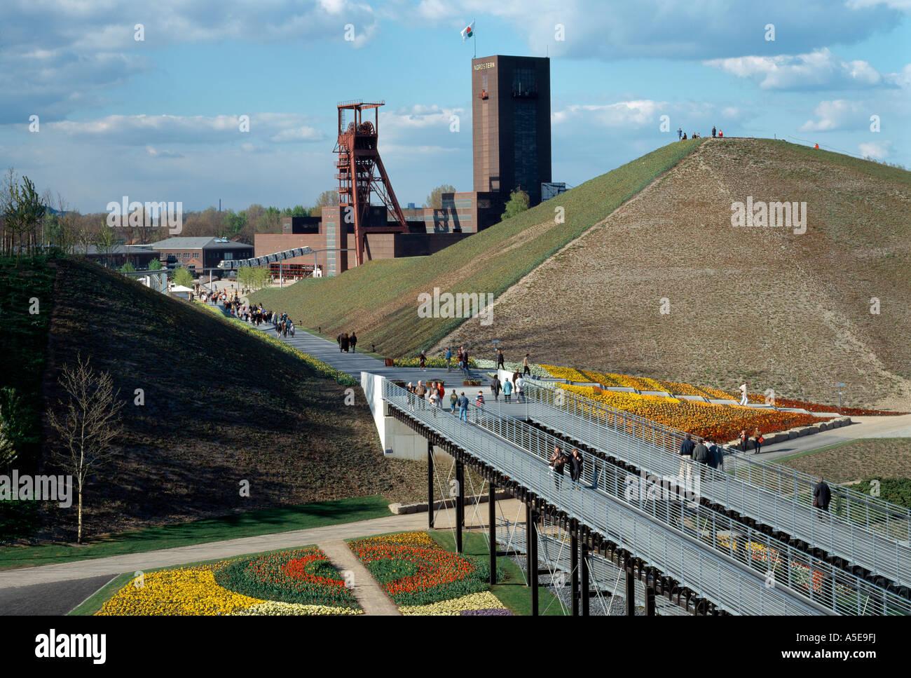 Gelsenkirchen, ehemalige Zeche Nordstern, BUGA 97, Blick von Kohlenmischanlage auf Haldendurchbruch Stock Photo