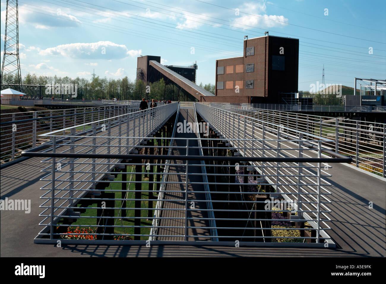Gelsenkirchen, ehemalige Zeche Nordstern, BUGA 97, Kohlenmischanlage mit Stegen Stock Photo
