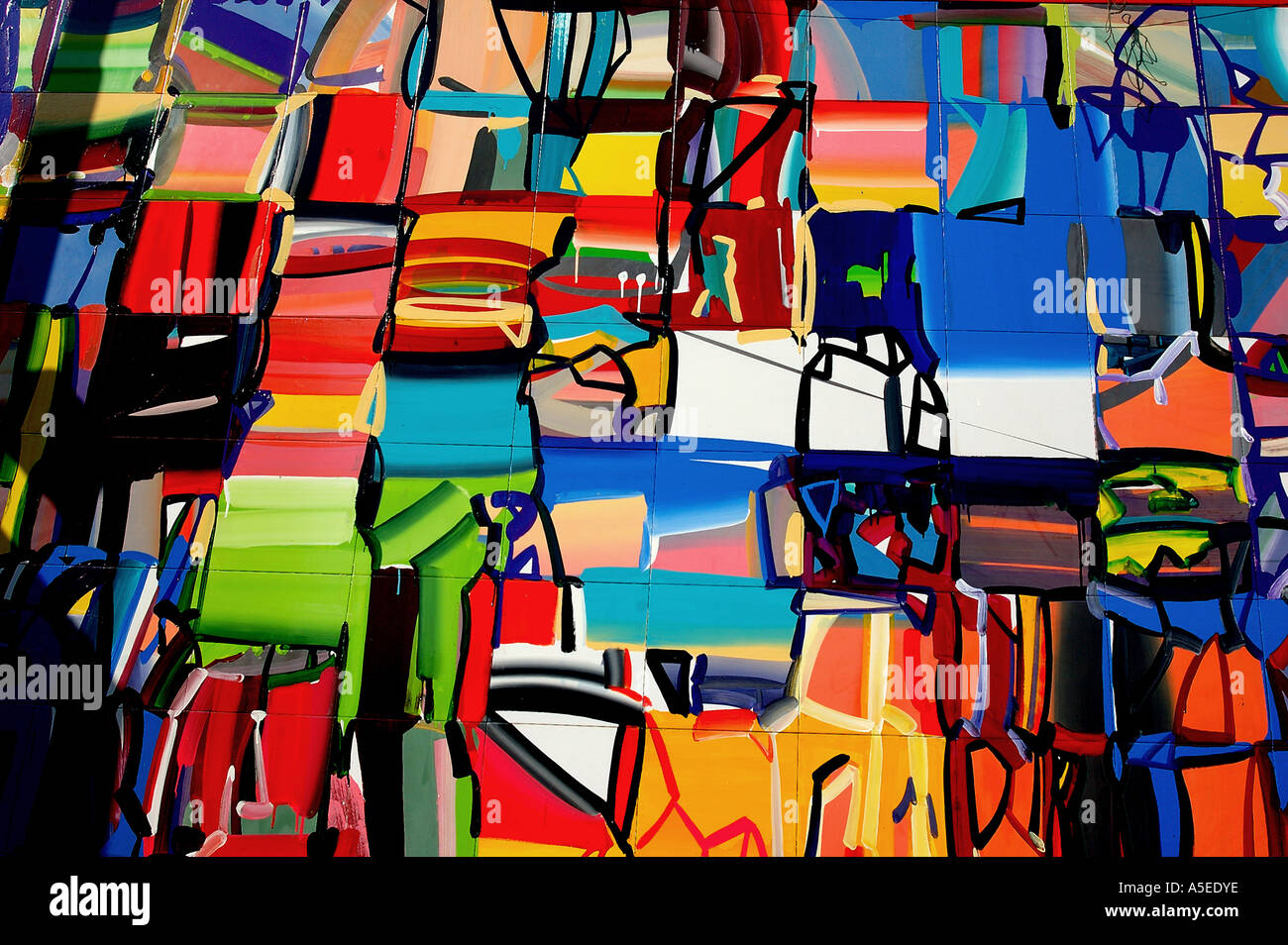 PKB77971 Abstract Art painted on the walls - Stock Image