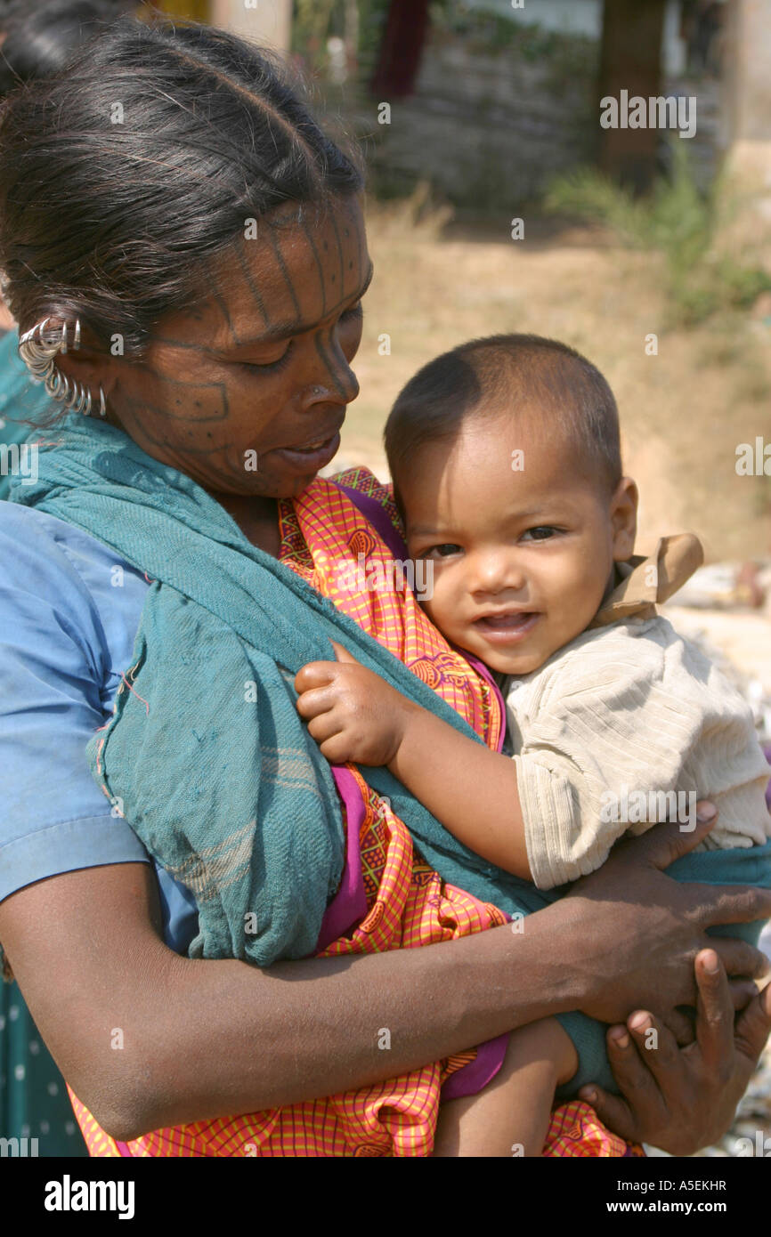 Kuthia Khond tribal woman and child inOrissa,India at traditional weekly tribal market - Stock Image
