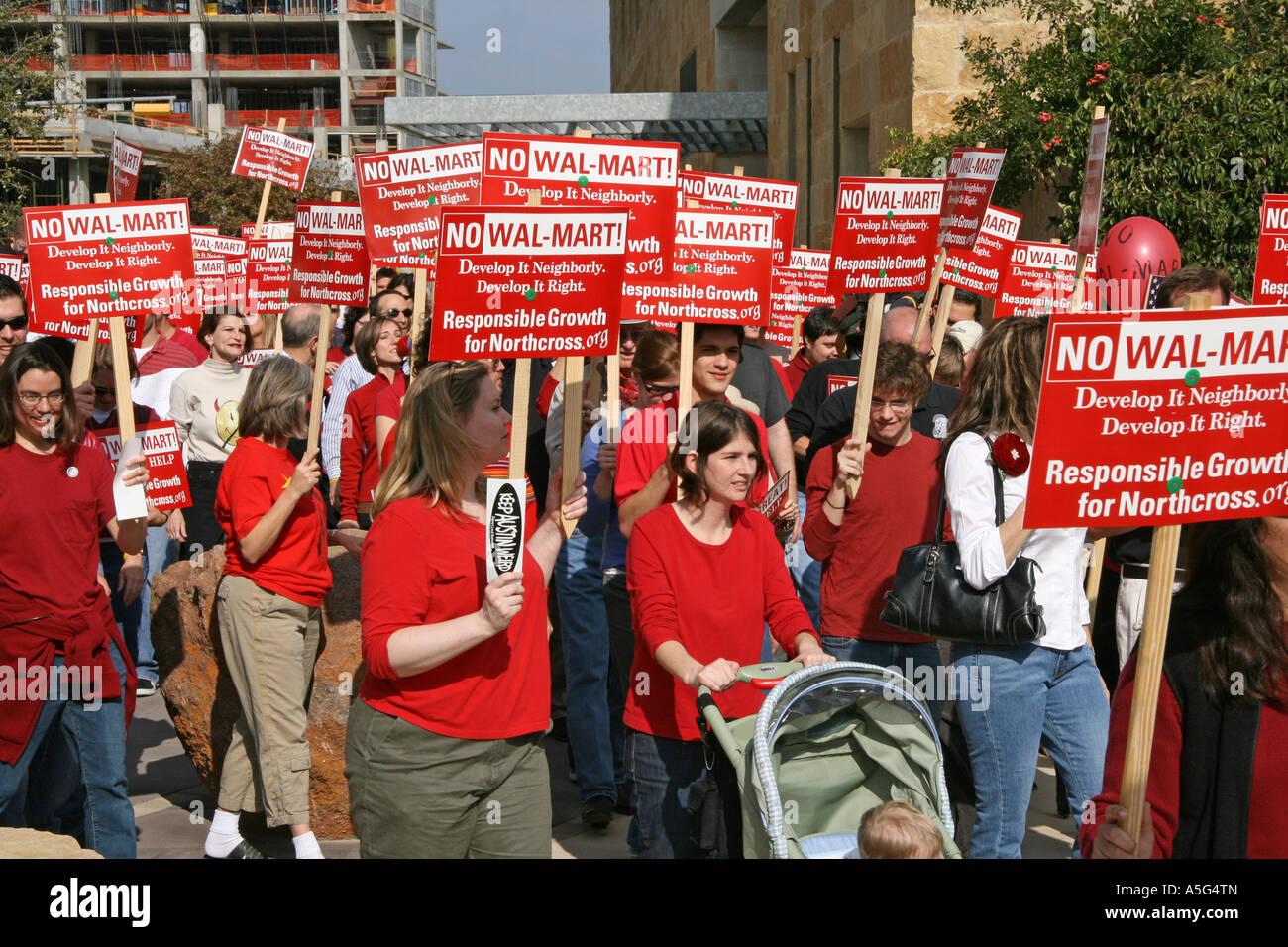 anti-Wal-Mart protestors - Stock Image