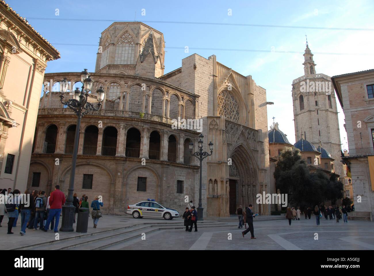Plaza De La Virgen is a popular tourist haunt in the old quarter close to Valencia Cathedral , Valencia, Spain Stock Photo