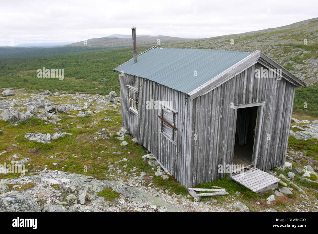 Shelter om the top of a Norwegian mountain - Stock Image