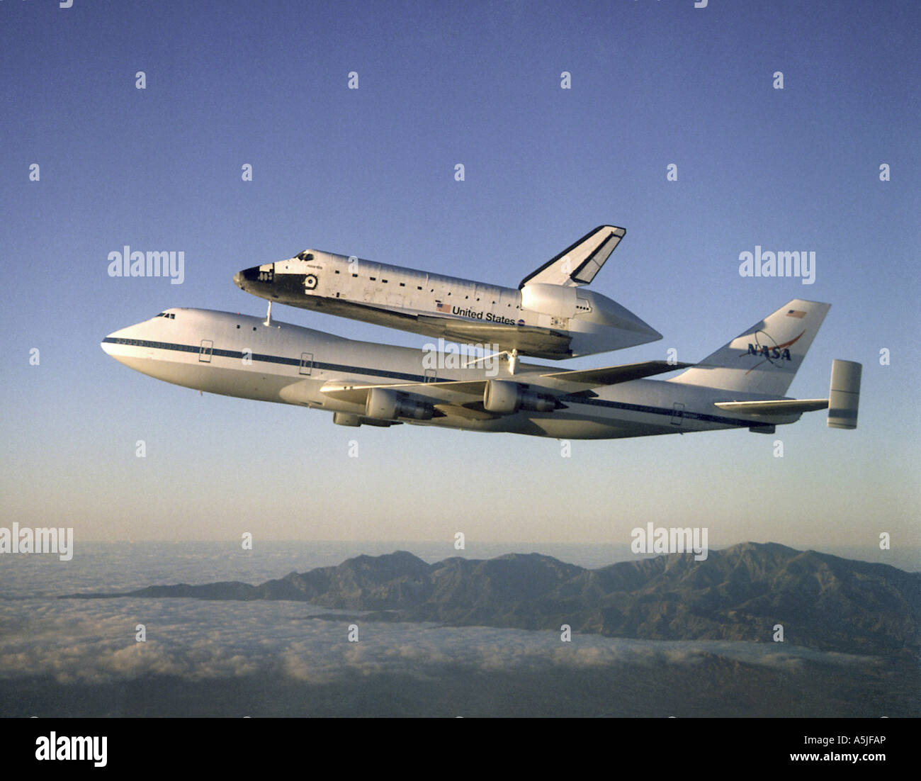 Shuttle Atlantis returning to Kennedy Space Center. Date: 09/01/1998 - Stock Image