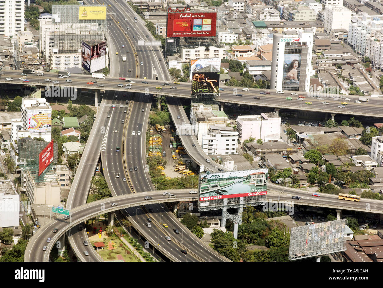 HMA102751 Aerial view of city with roads and flyovers Bangkok Thailand South East Asia - Stock Image