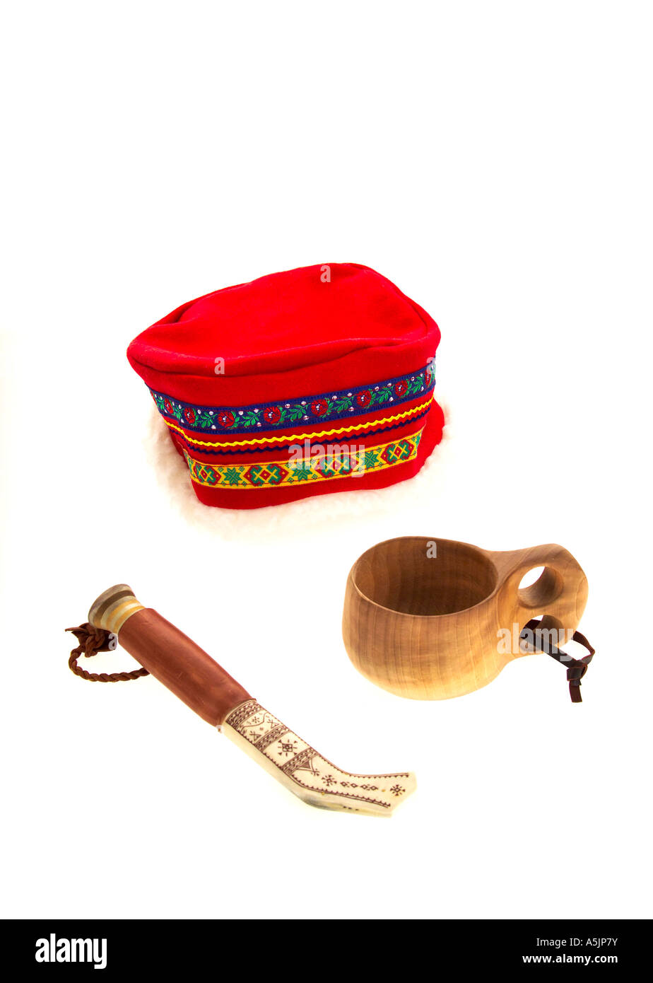 Traditional Sami sheath knife hat and wood mug from Northern Sweden - Stock Image