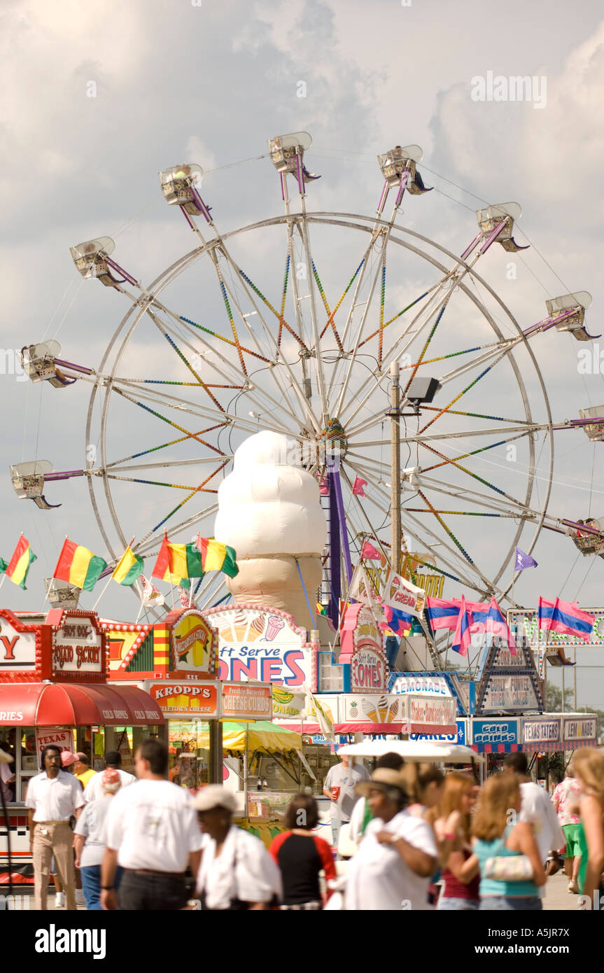 Food stands and ferris wheel at the Illinois State Fair Springfield Illinois - Stock Image