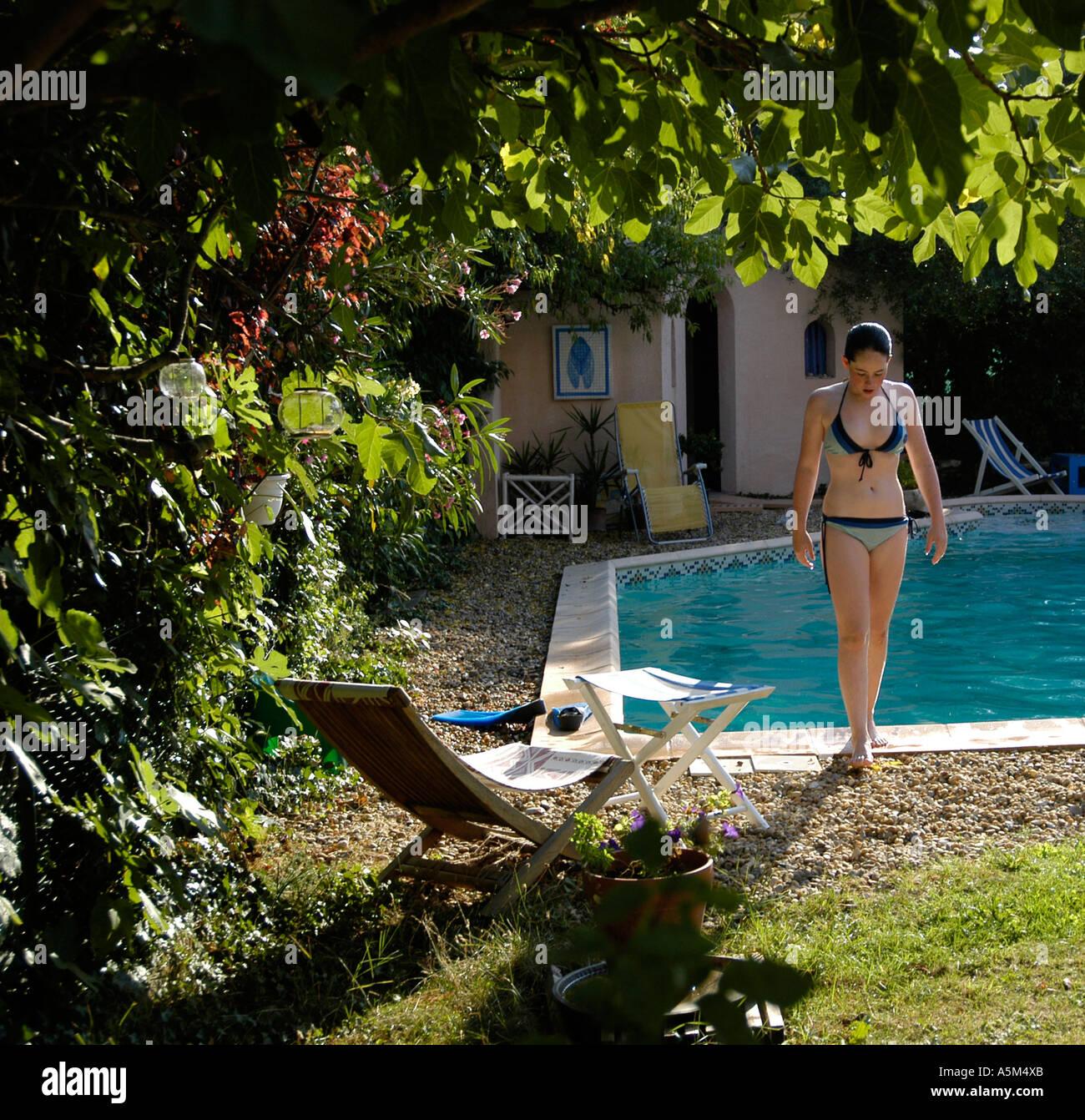 Girls butts in bikinis-5658