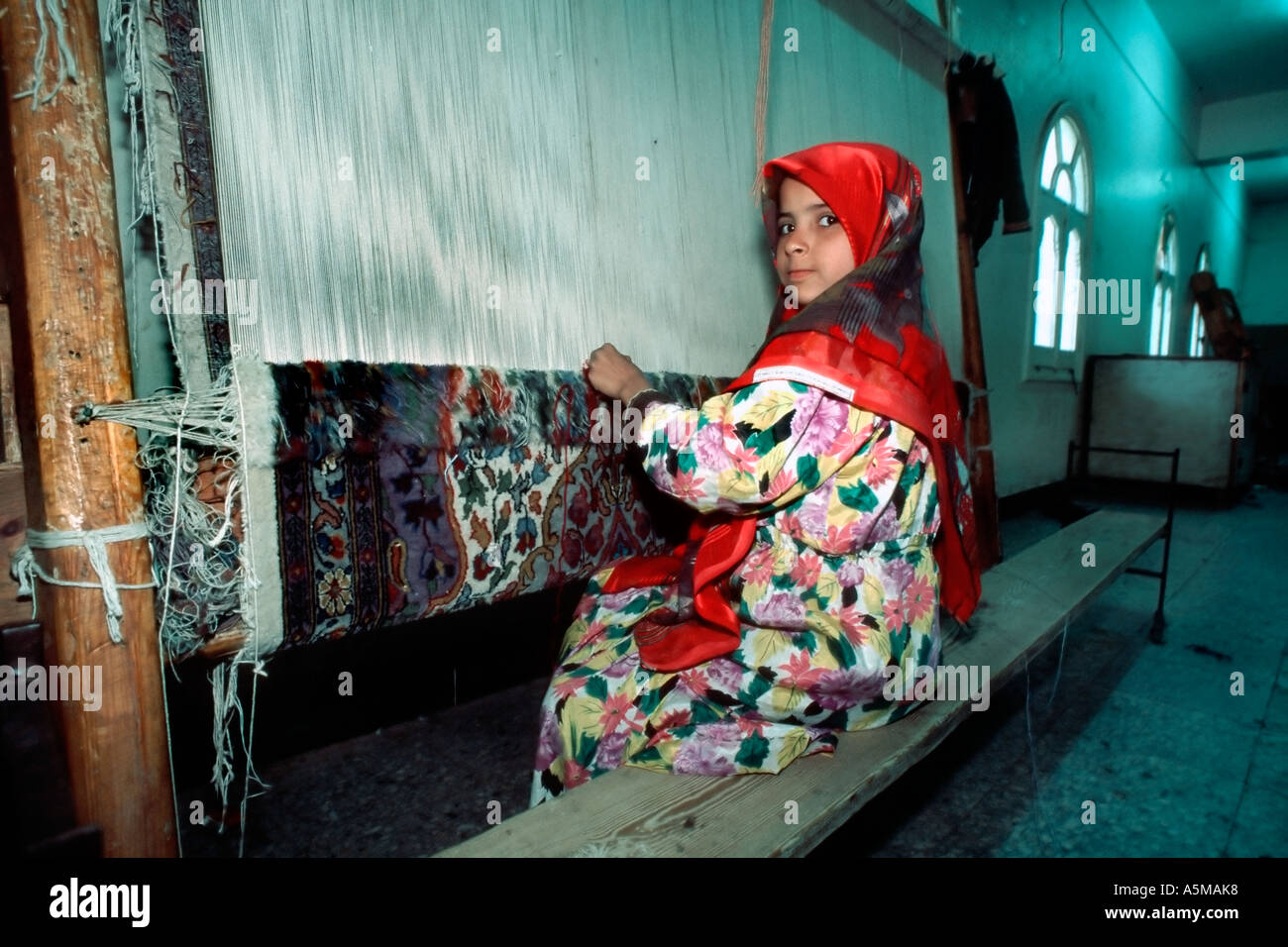Saqqhrah, Egypt, Young Female Child Working in Carpet Factory Child Labor, Working Conditions, Schools from around the world - Stock Image