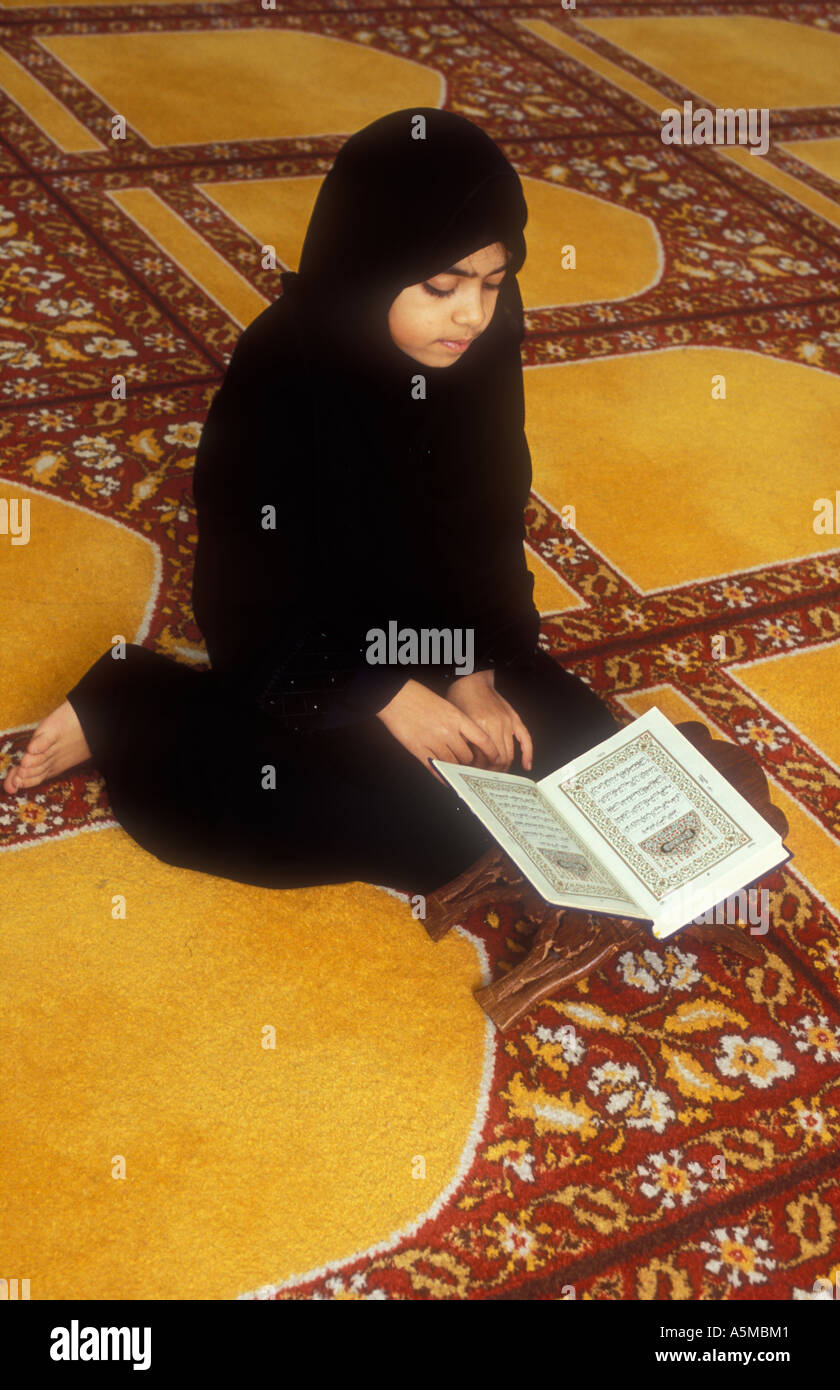 London Muslim young girl studying the Koran at Mosque school - Stock Image
