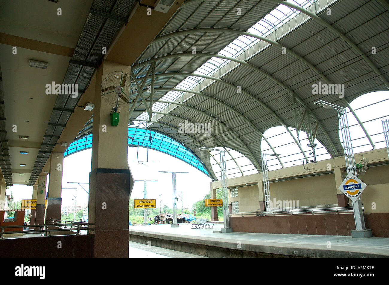 RAJ98892 Modern new Koper khairne Railway Station Navi Mumbai Vashi Bombay Maharashtra India Stock Photo