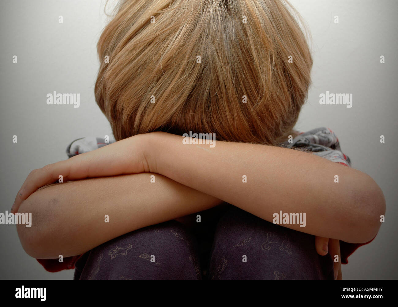 Symbolbild Kindesmissbrauch symbolic for child molestation Kind Menschen Mensch Personen Leute people jung kindlich Kinder Kindh Stock Photo