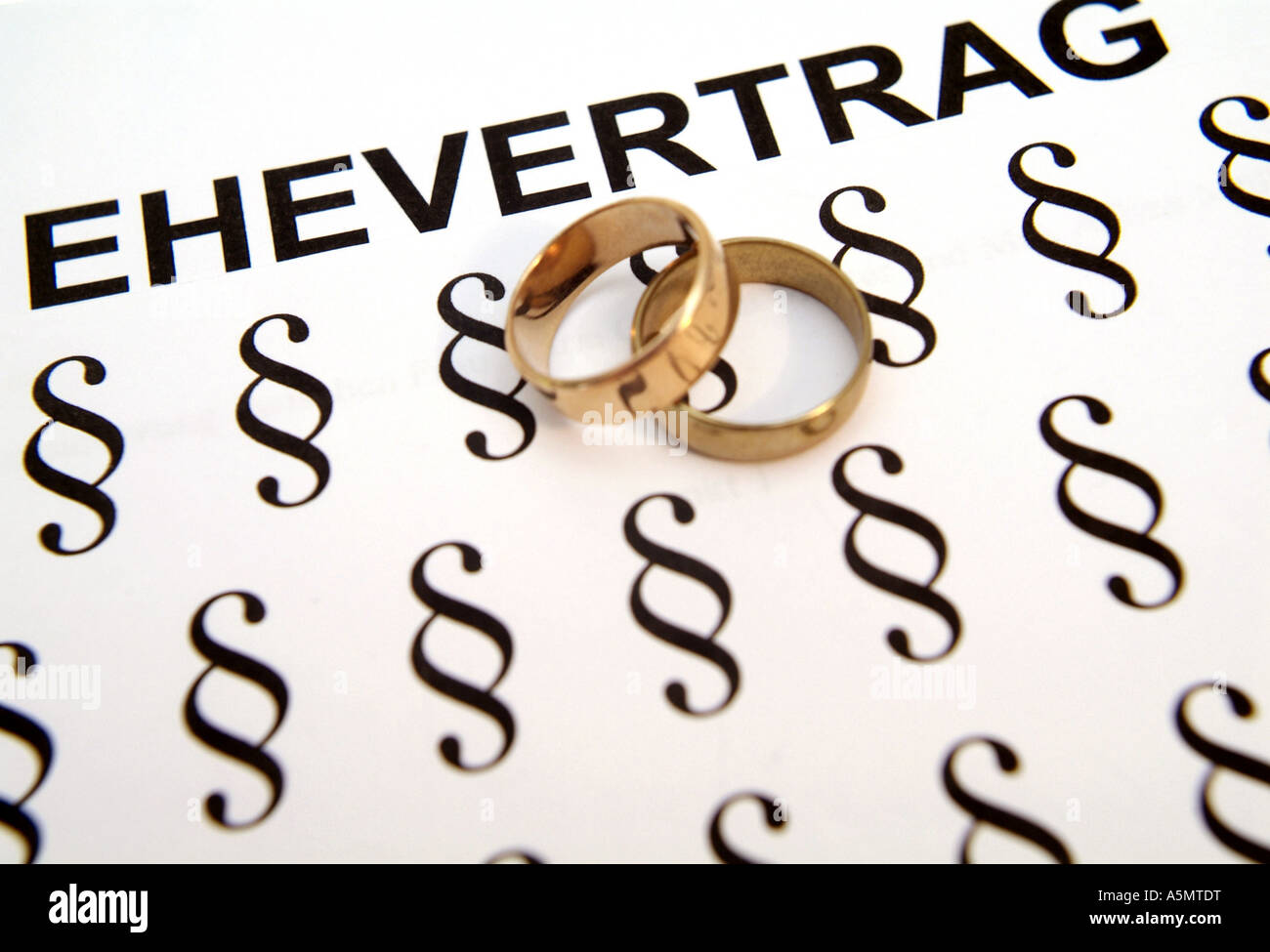 Symbolbild Ehevertrag symbolic for marriage contract Stock Photo