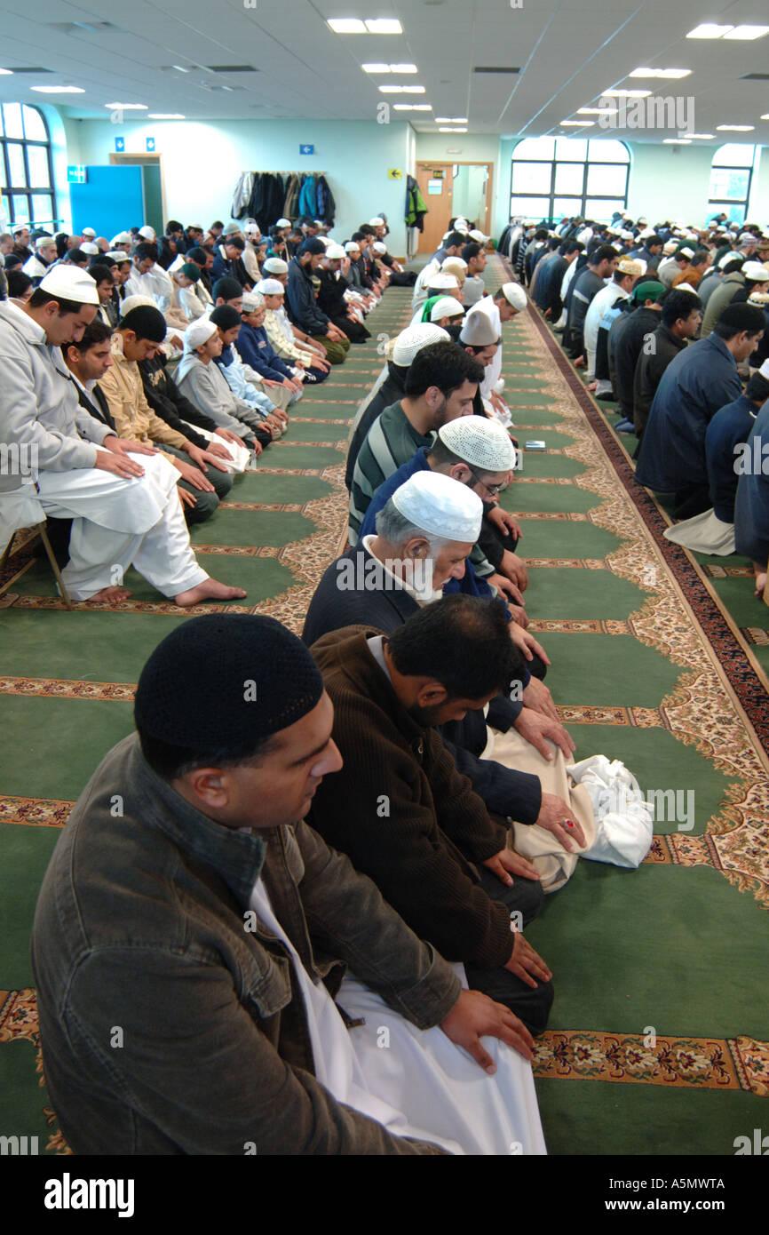 Muslims attend Mosque during Ramadan Bradford - Stock Image