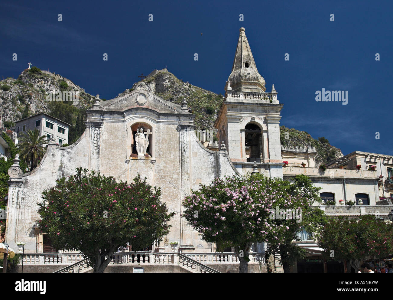 Wedding Location: he front facade of the 17th century church of San Giuseppe on the main square is a favorite wedding - Stock Image