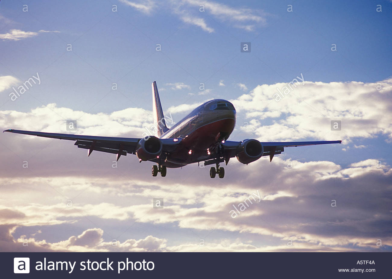 Commercial airliner landing. - Stock Image