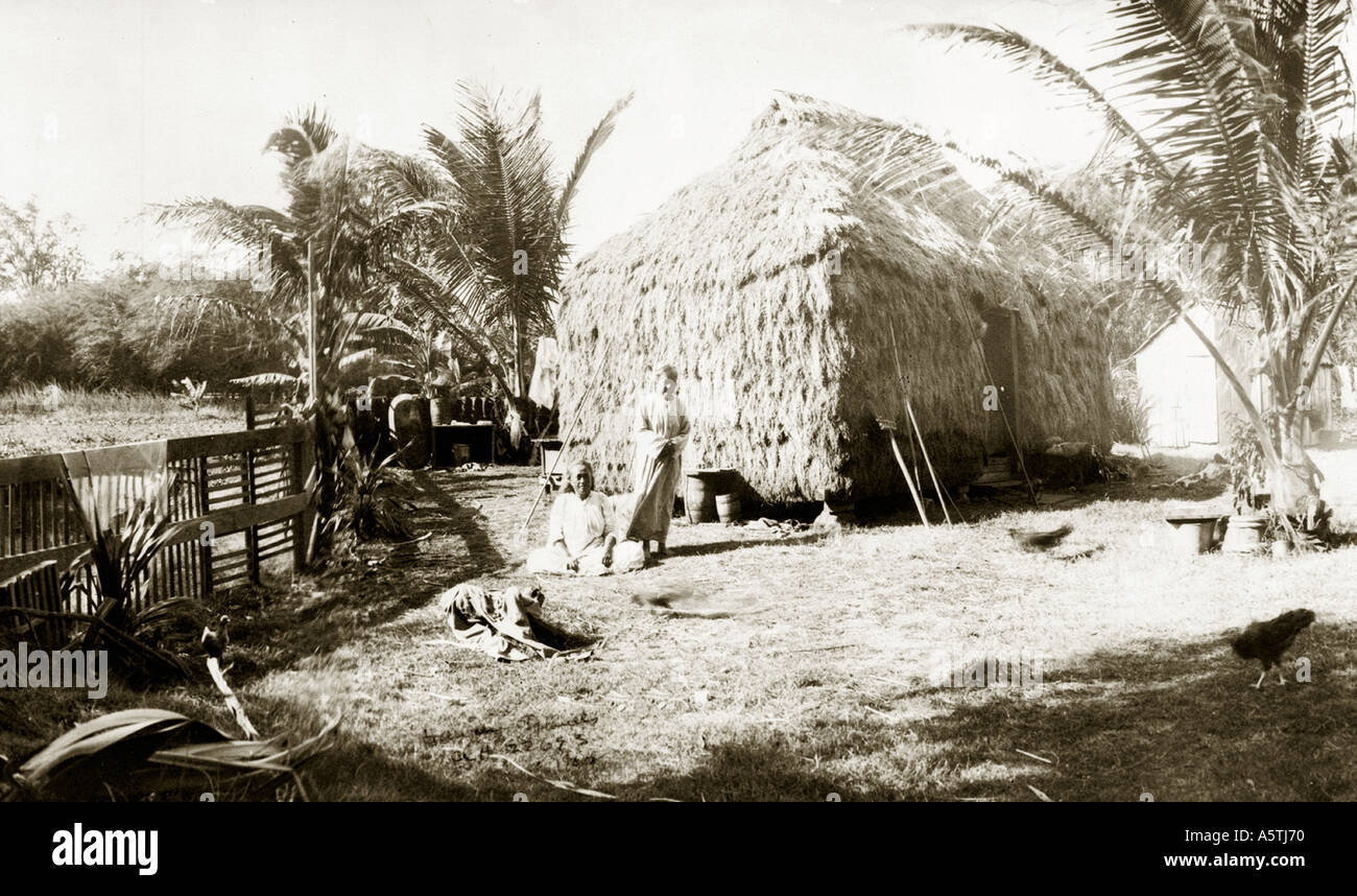 Historical photo of Hawaiian family and grass shack - Stock Image