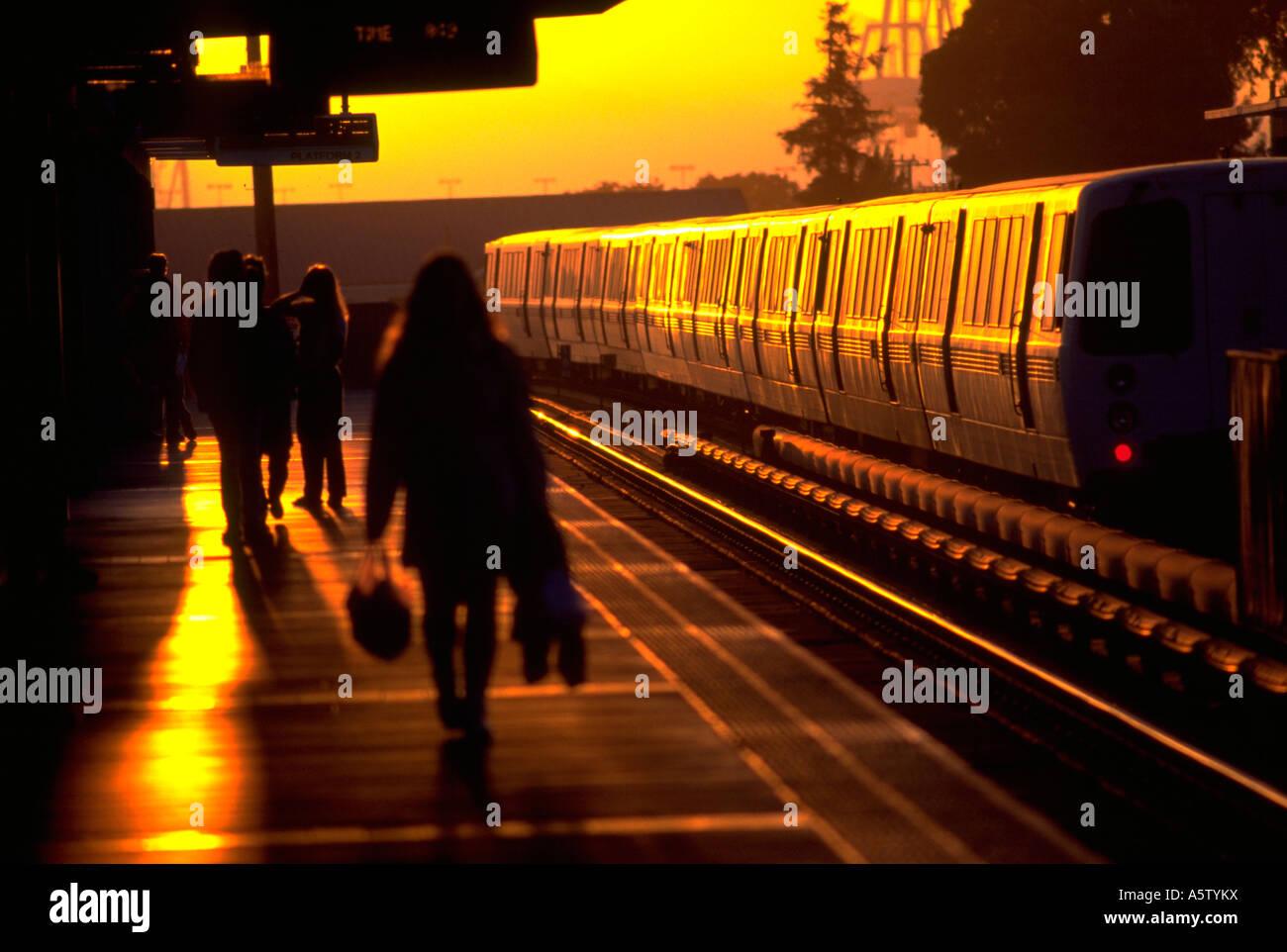Painet hl1597 bart station sunset arriving passengers awaiting bay area rapid transit oakland ca train transportation - Stock Image