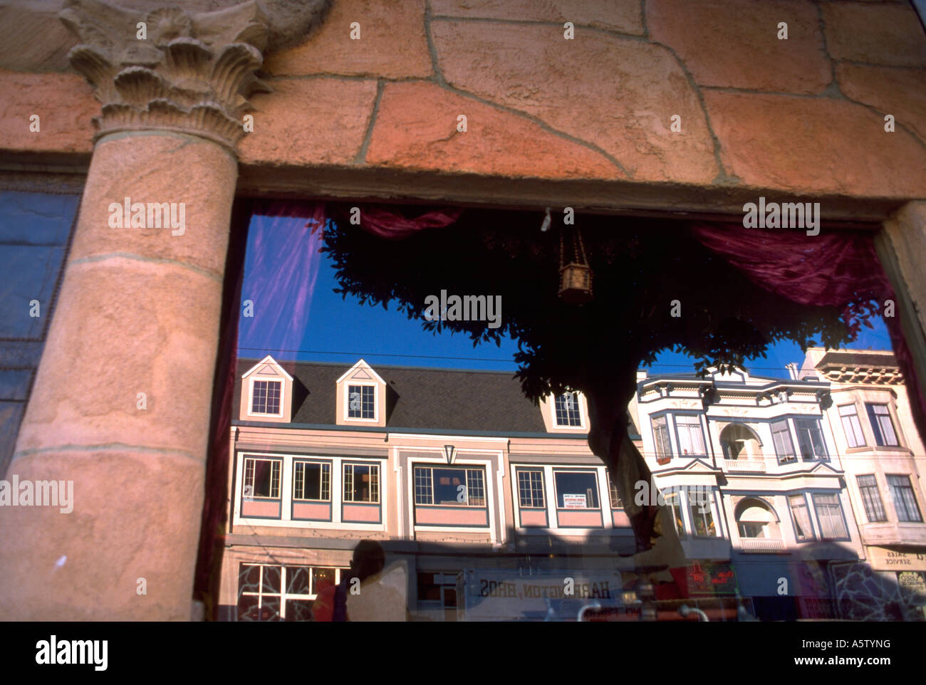 Painet hl1601 reflexion victorian architecture houses san francisco ca mission - Stock Image