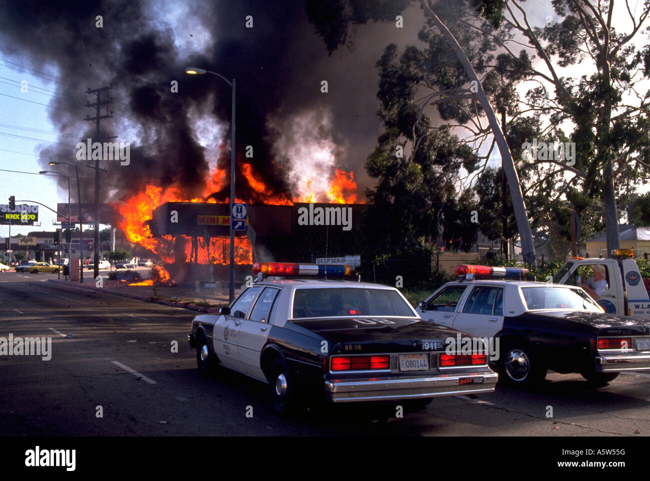 Painet hl0986 scene los angeles riots 1992 california
