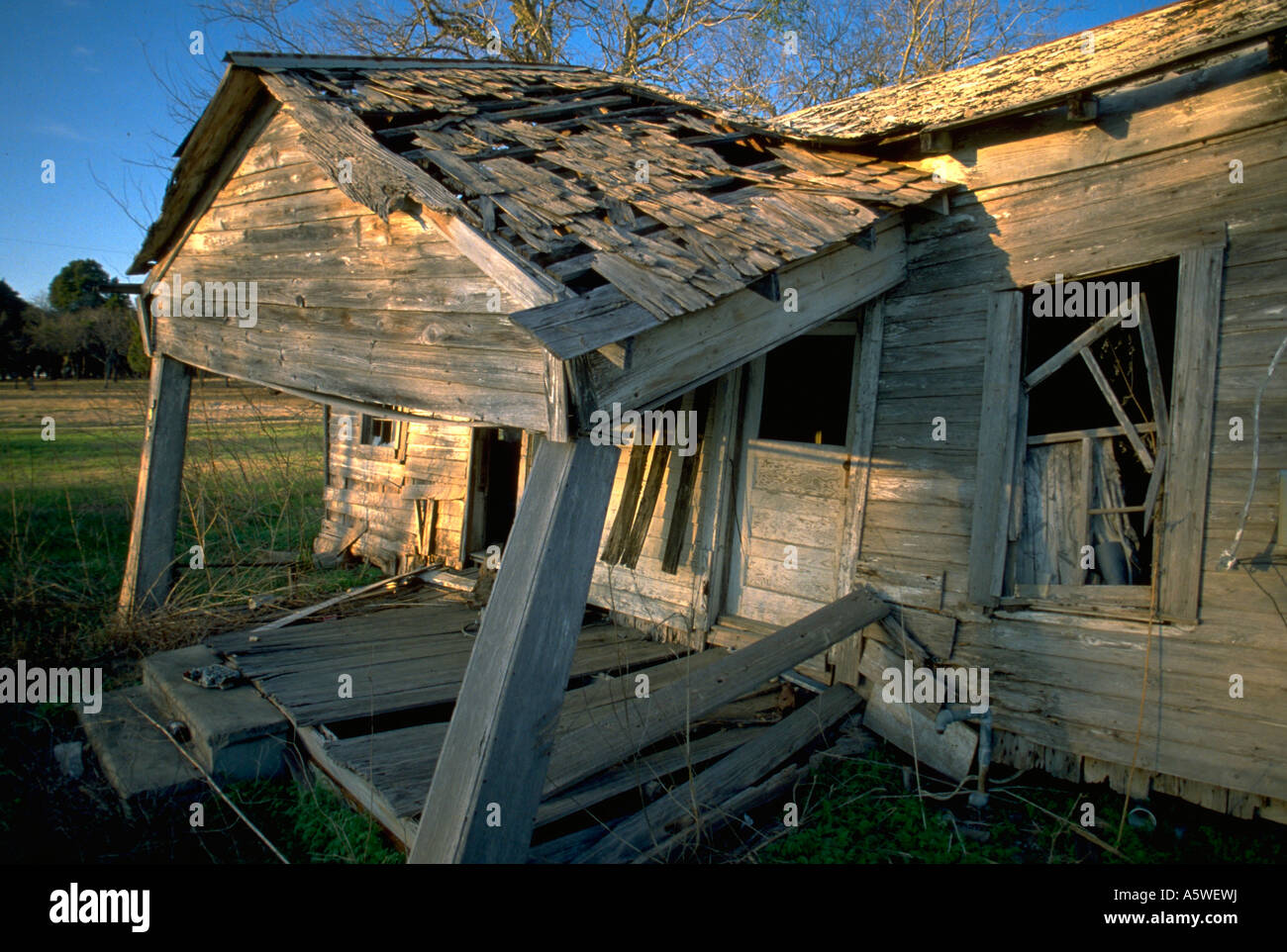 Painet hl0148 texas shack home house falling apart old decay rot