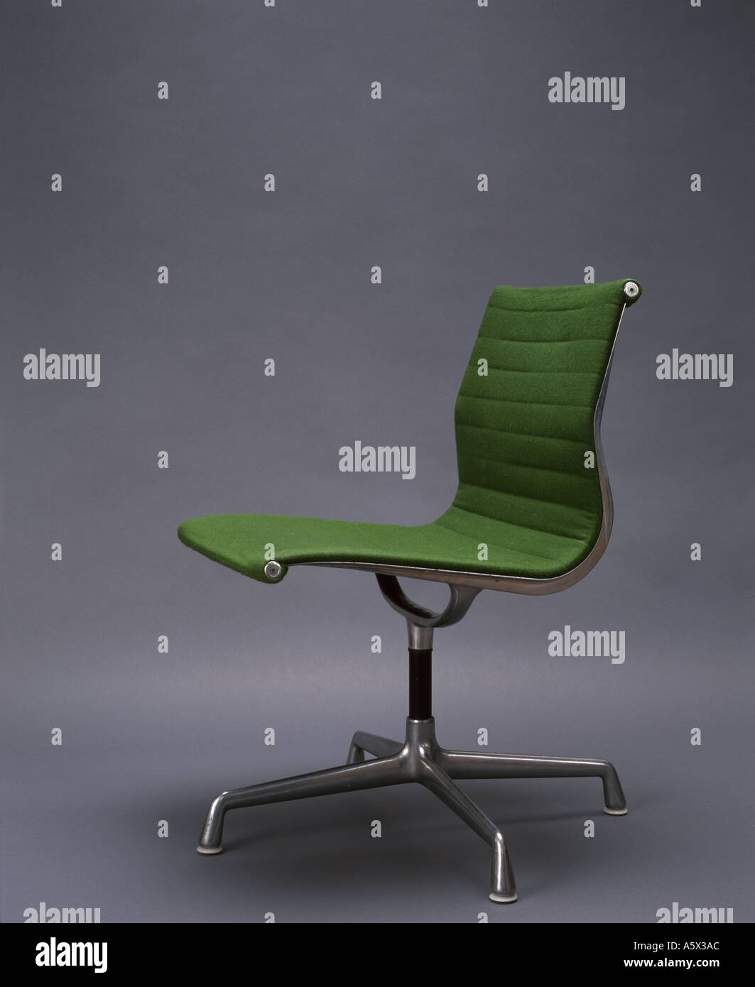 Aluminium Chair by Charles and Ray Eames, 1958. Architect: Charles and Ray Eames Stock Photo