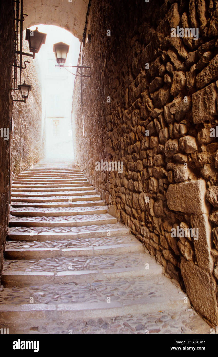 Cundaro, street at the ´Call´ (old Jewish quarter). Girona. Spain - Stock Image