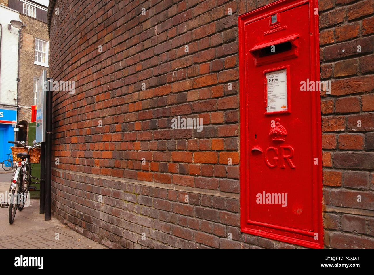Painet iw1900 england cambridge university jesus lane brick wall mailbox sidney sussex college - Stock Image