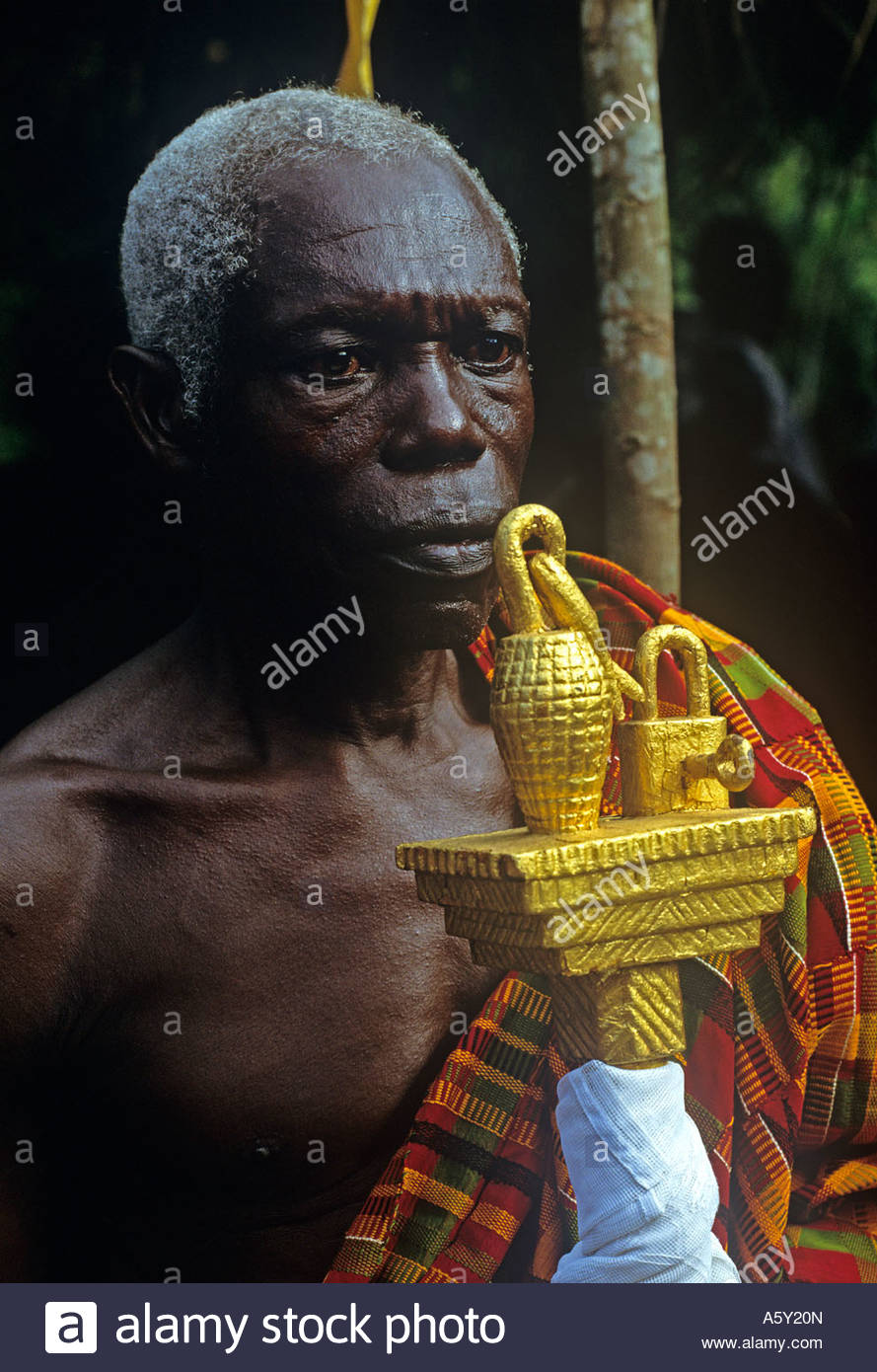 Ashante Chief s spoksman or Okyeam relays messages using poetic language between the Chief and his tribal followers - Stock Image