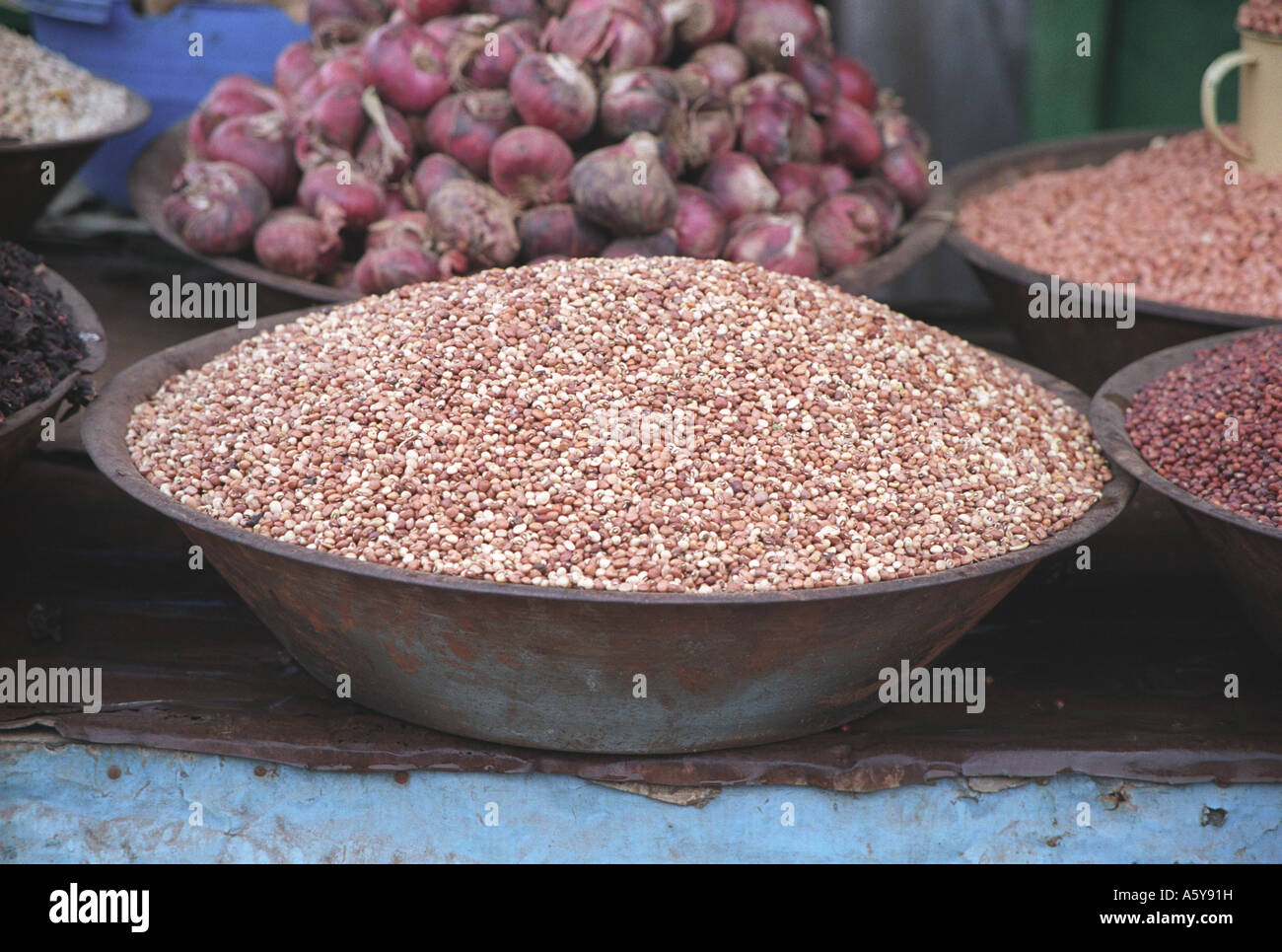 Spices, beans and onions displayed at Juba market South Sudan - Stock Image