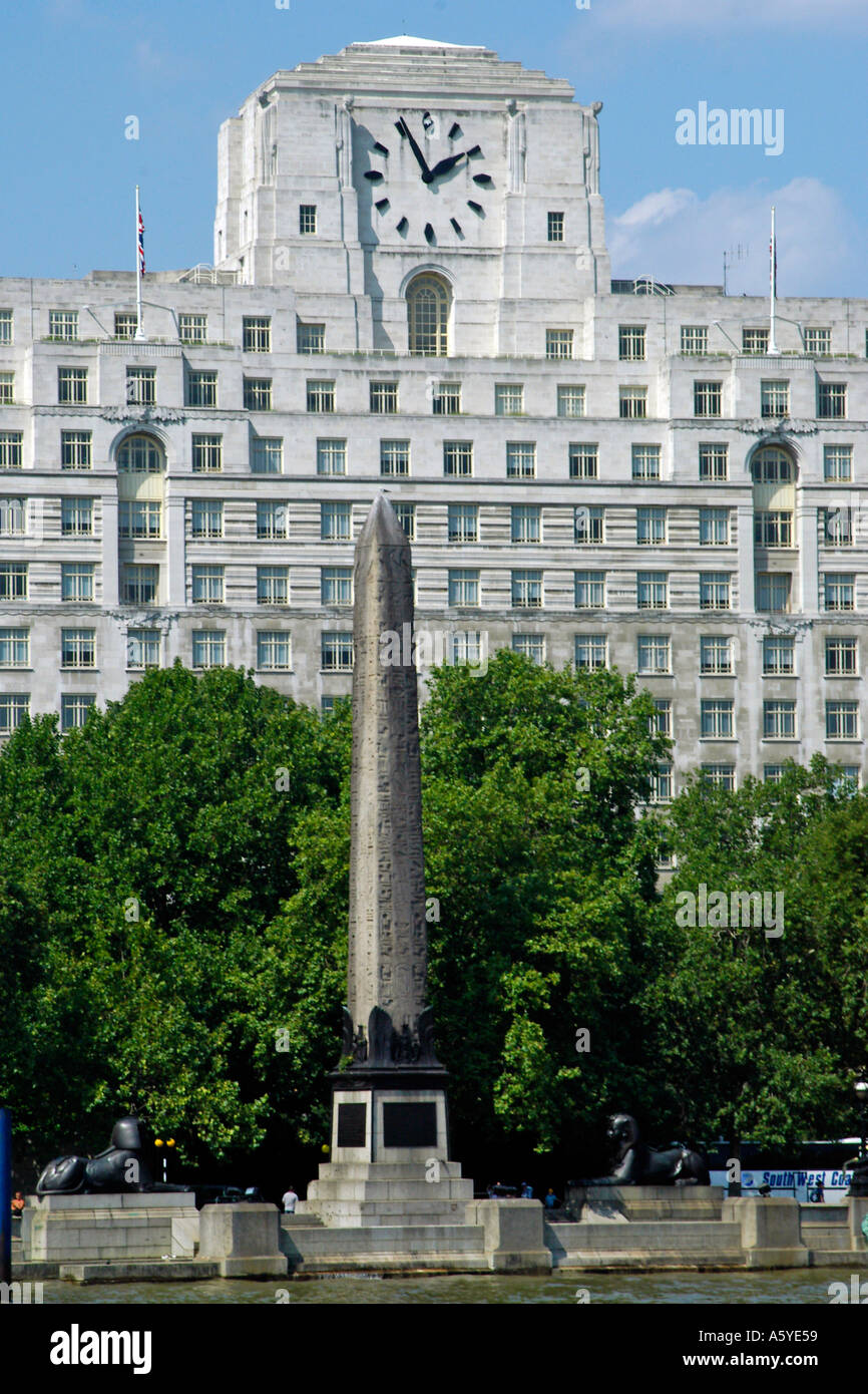 Cleopatra s Needle and the Shell Mex Building The Embankment River Thames London - Stock Image