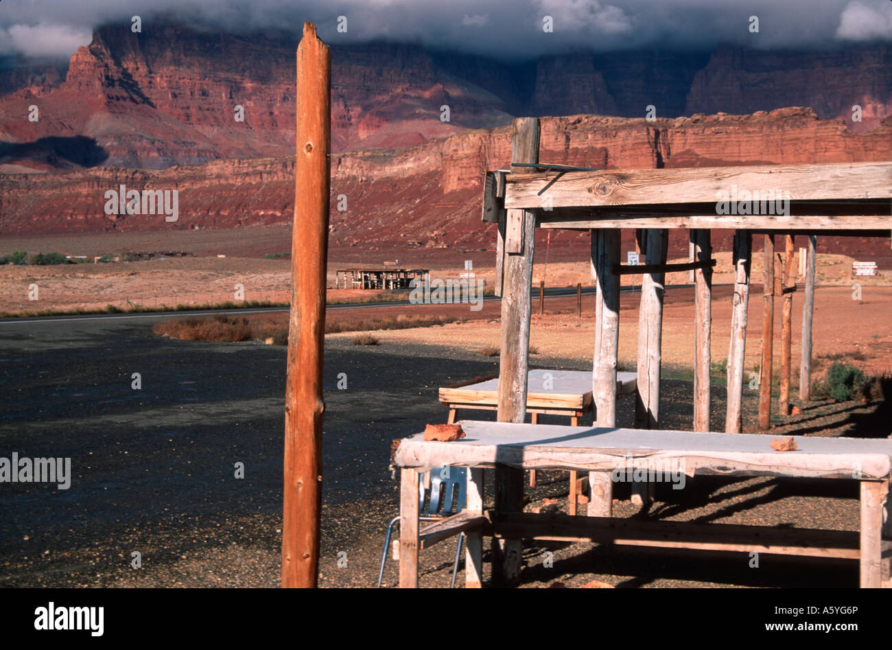 Painet iv1753 navajo roadside arts crafts stand marble canyon indian reservation az - Stock Image