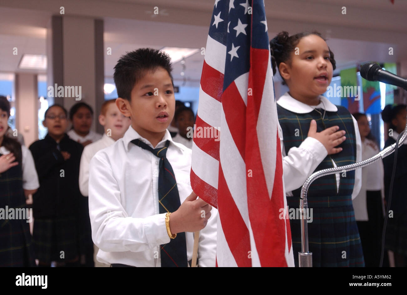 Students recite the Pledge of Allegiance to the flag in a Connecticut US school - Stock Image