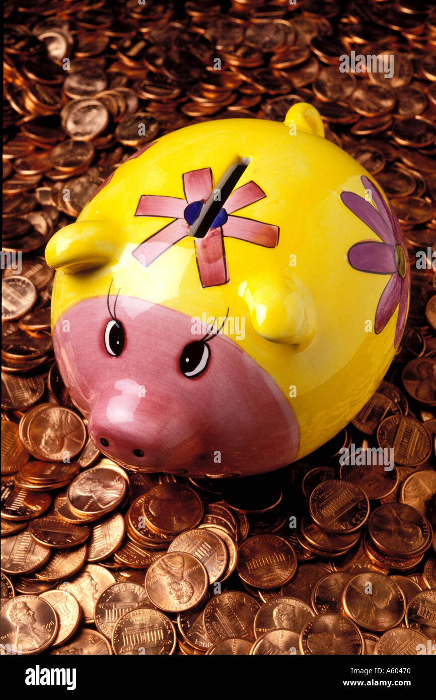 Piggy bank on pile of pennies - Stock Image