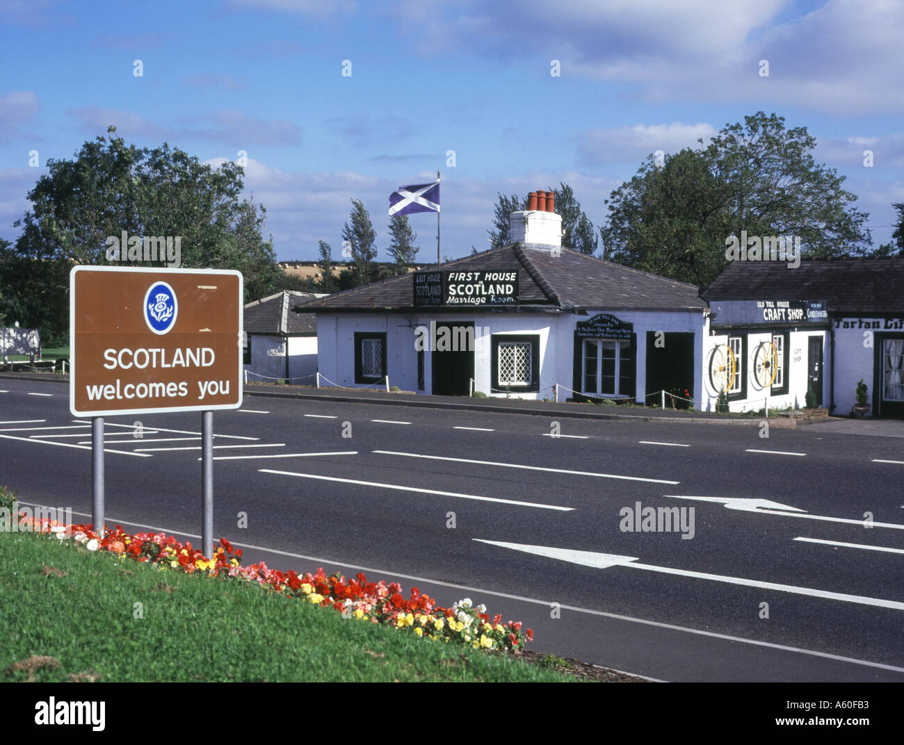 dh Scotland England border GRETNA DUMFRIES First house in Scotland welcome road sign border town Stock Photo
