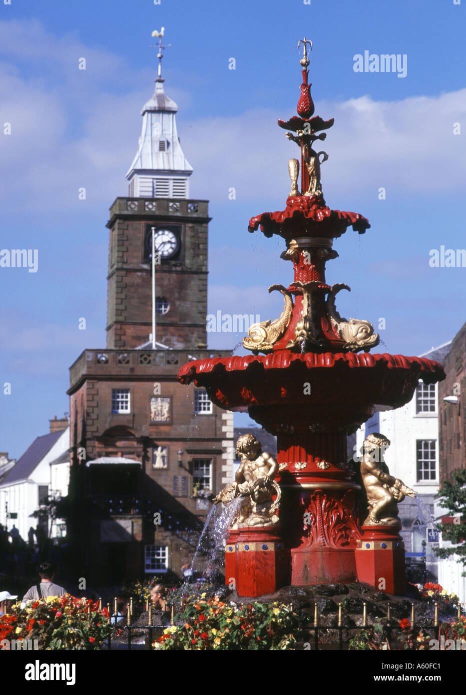 dh Town House DUMFRIES GALLOWAY Fountain main street shopping centre Stock Photo
