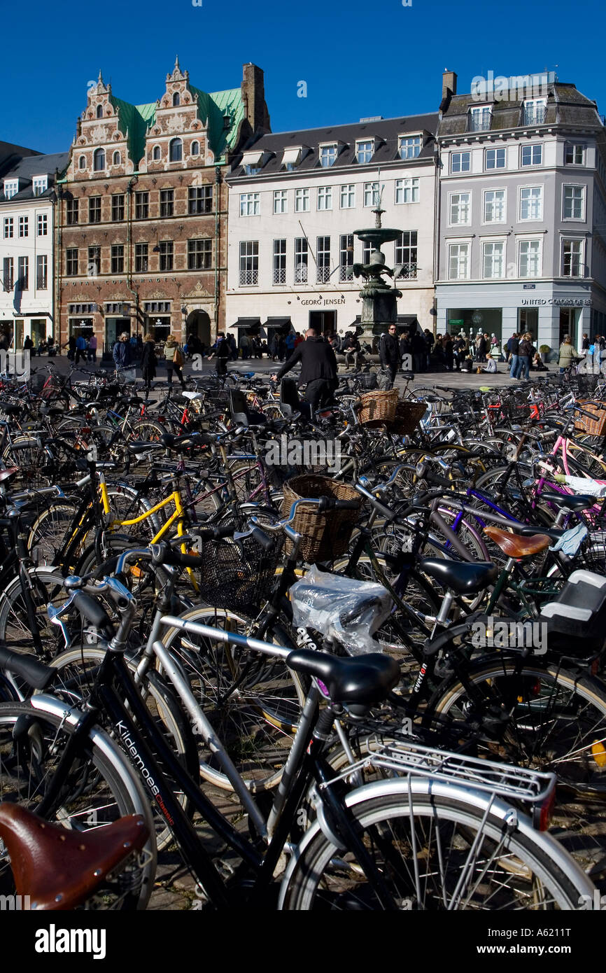 Street scene with parked bicycles in Copenhagen - Stock Image