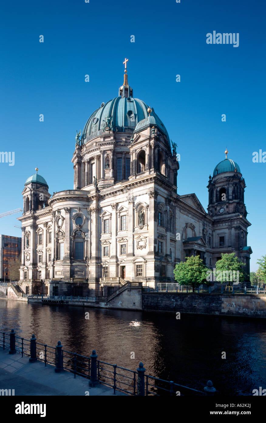 Berlin, Dom, Blick von Nordosten über die Spree - Stock Image