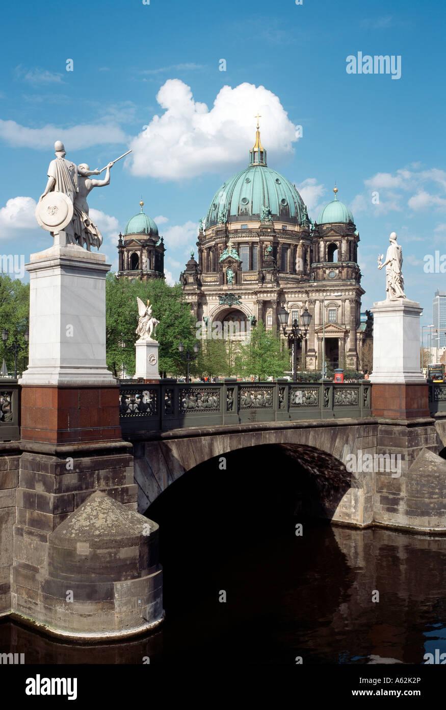 Berlin, Dom, Blick von der Schloßbrücke - Stock Image