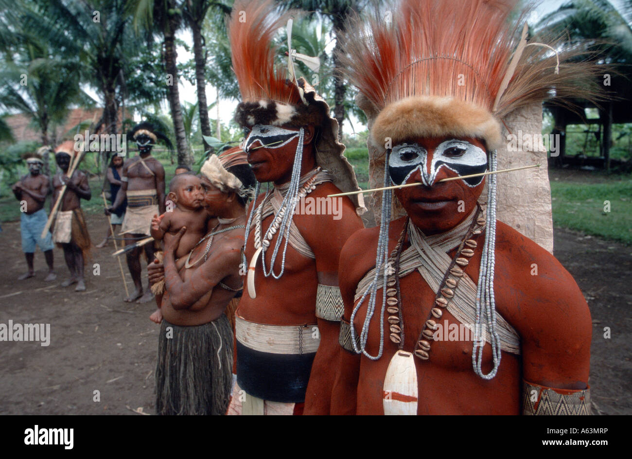 Papua New Guinea - Chief of the Gabusi tribe with spear and traditional war paint - Stock Image