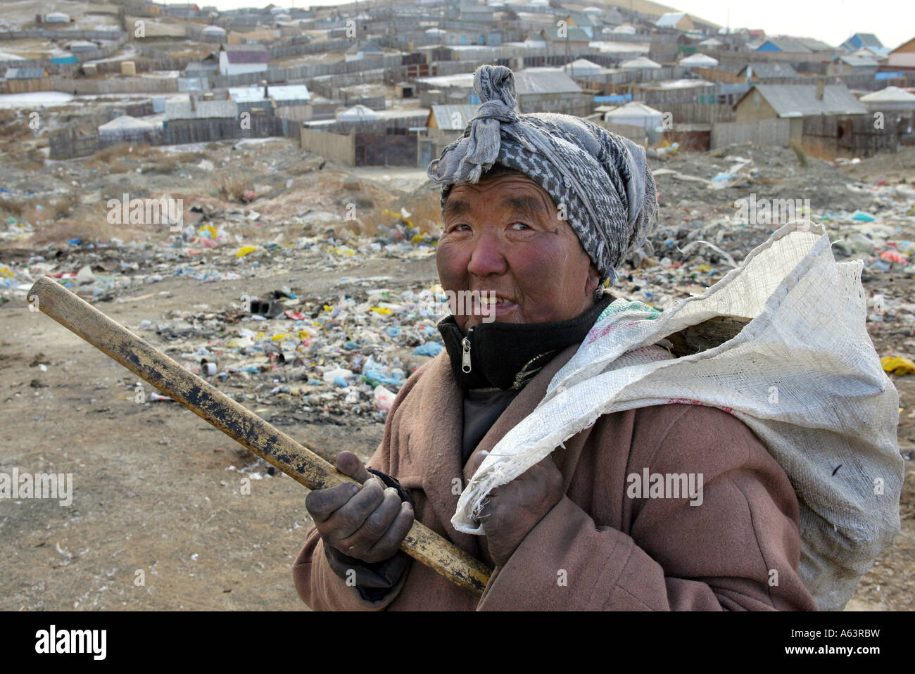 Mongolia, Ulan Bator - Beggar collects plastic bottles on a garbage dump - Stock Image