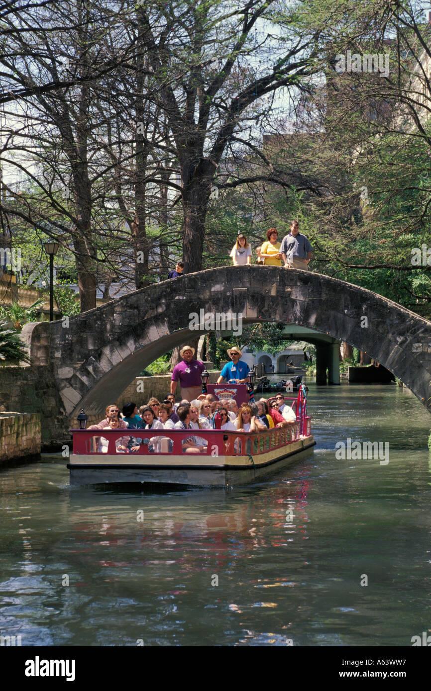 Taxi San Antonio >> Water Taxi Or Tour Boat On San Antonio River Passes Under Bridge On