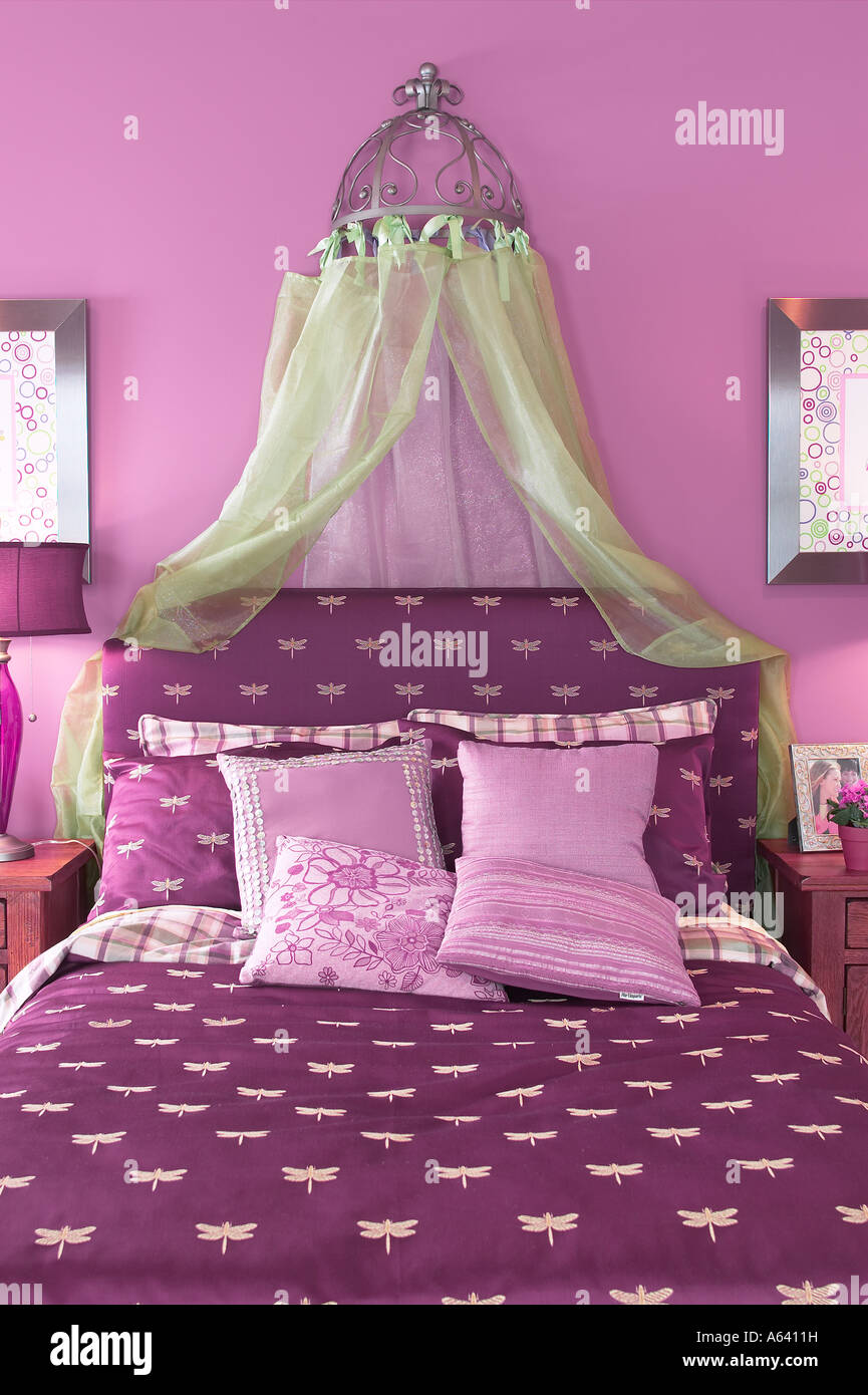 Pretty Girls Bed Purple Bedroom, USA Stock Photo: 11453020 - Alamy