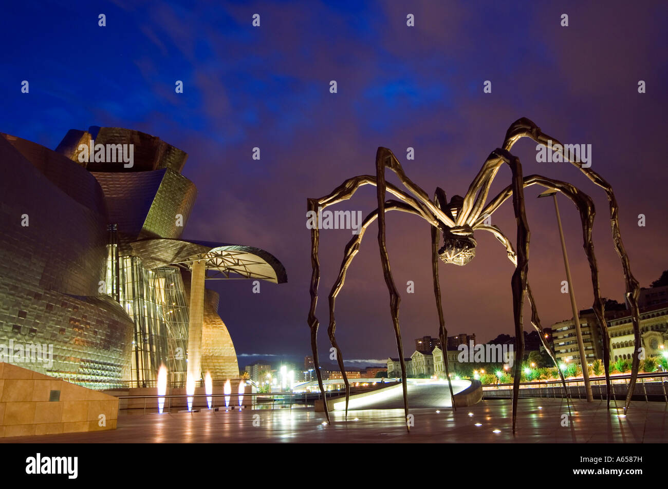 Spain Basque Country Bilbao Guggenheim Modern Art Museum designed by Frank Gehry Giant Spider Sculpture by Louise - Stock Image